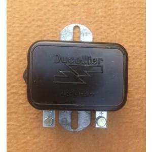 Régulateur Ducellier 8347 12 volts origine à fixer sur le tablier